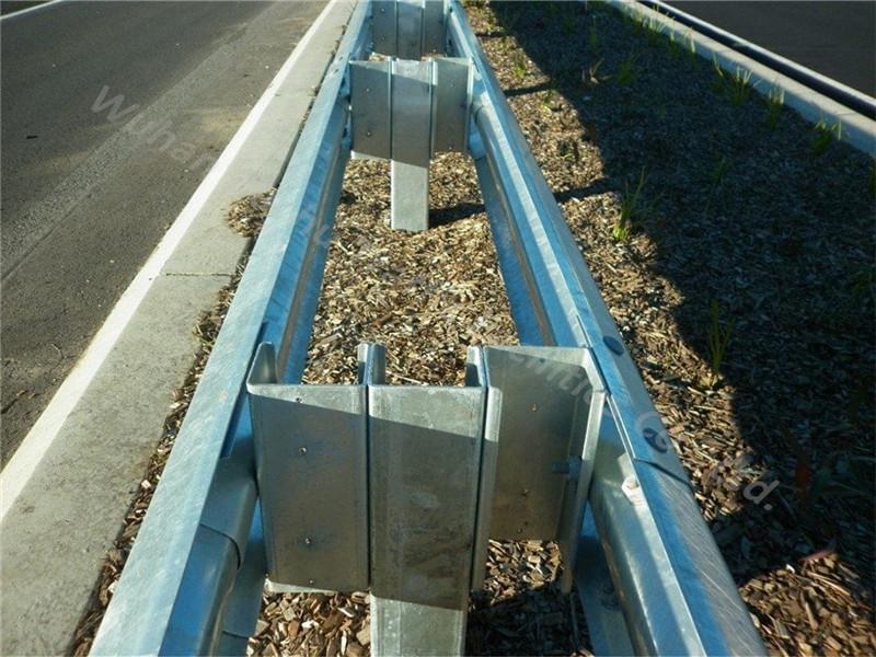 Poteaux en acier galvanisé pour système de barrière de sécurité